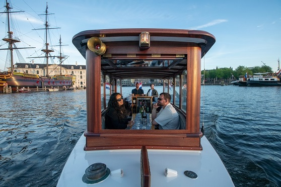 private canal cruise boat amsterdam